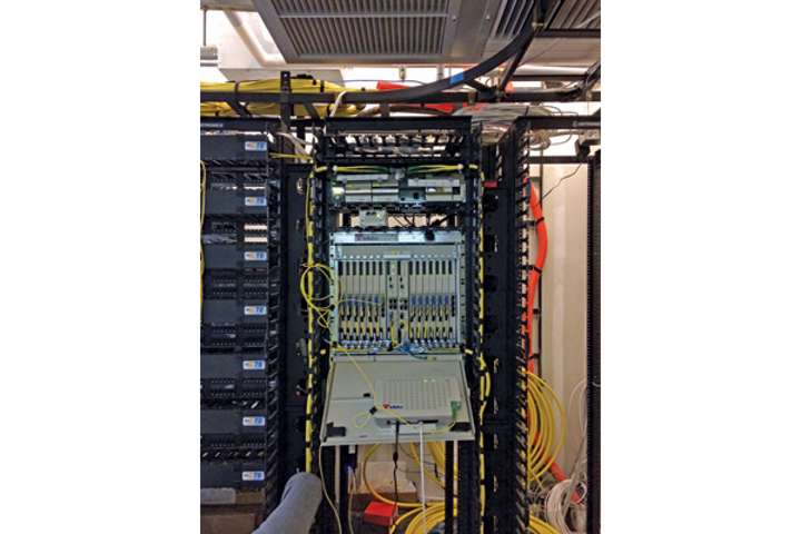 Hybrid fiber-copper access distribution point combines GPON/G.fast technologies
