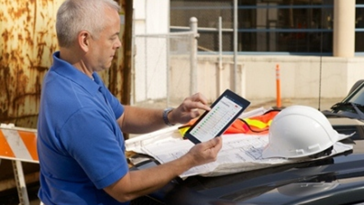 From anywhere in the world, a cabling installation project manager can configure copper and fiber cabling certification projects using Fluke Networks' LinkWare Live Professional.
