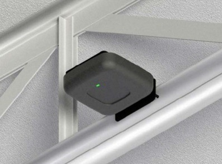 Open-beam placement is another possibility with Oberon's new right-angle brackets for wireless access points.
