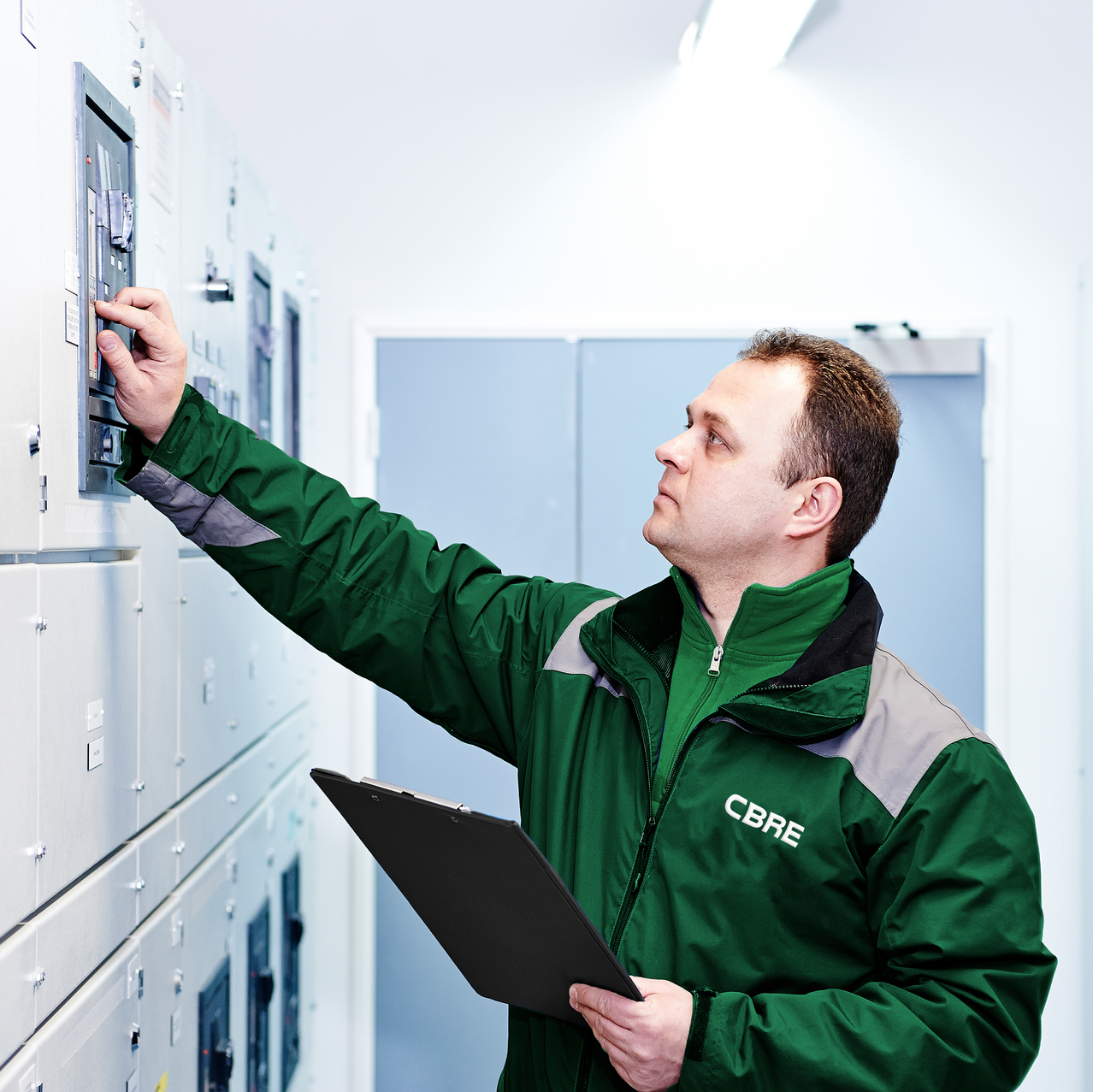 A technician works in a CBRE data center. CBRE recently announced all its data center technicians will earn the Certified Data Centre Technician Professional (CDCTP) certification from CNet Training.